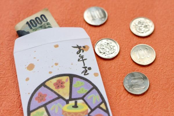 あげる側が20~30代の場合、お年玉に使う総額はおよそ18,000円というデータも