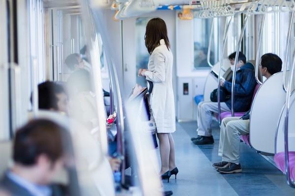 電車内はプライベート空間ではありません!