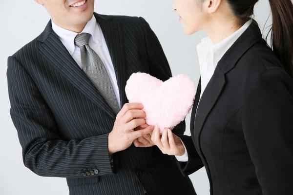 職場の男性へのアピールは、「2人になれる場所で!」が鉄則。