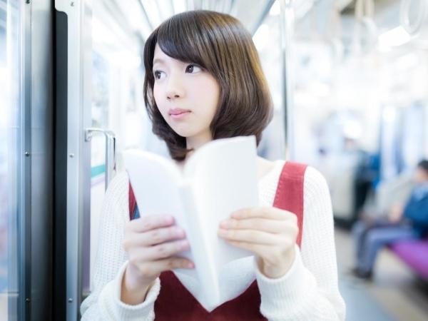何を読んでるか隠すと、ミステリアスで好感が持てるのかも?