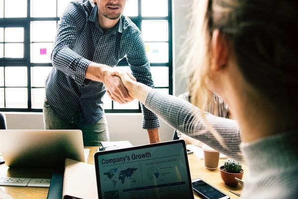 ビジネス関係から私信を交わす仲になる方法
