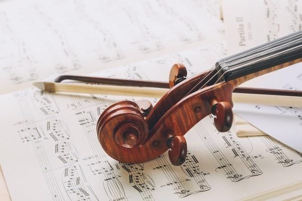 ラブソングを聴くとキュンとなるのはなぜ?