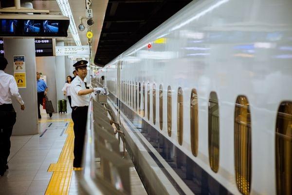 新幹線と一期一会の恋。女性のほうが少しだけ積極的?