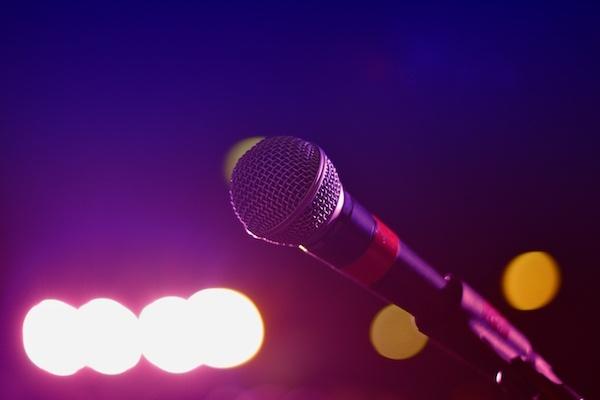カラオケに行って歌わないのはなぜ?