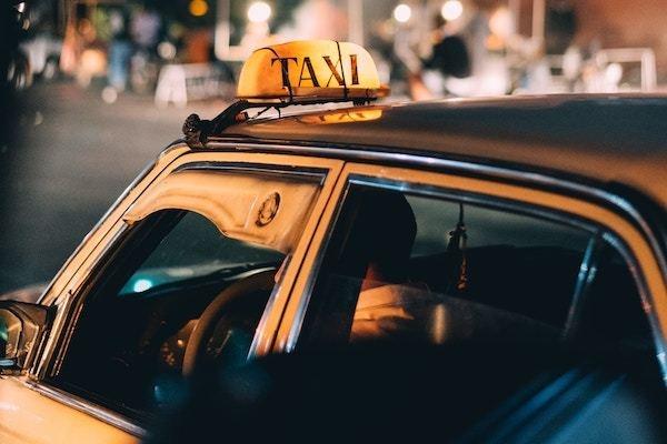 タクシーで、「釣りはいらねぇ」をやったことある?
