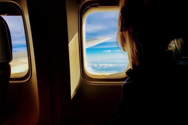 飛行機に乗るのが怖い理由は?
