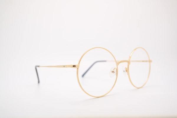 メガネのレンズが汚れている人はちょっと…