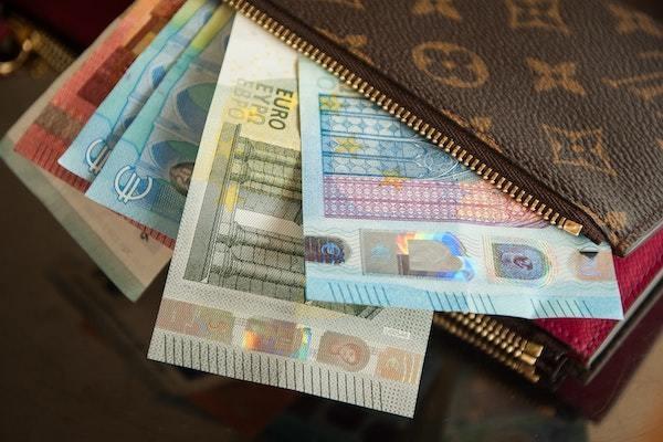 お金やカード以外で財布に入れているもの、ある?