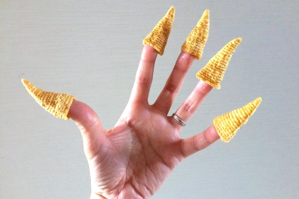 とんがりコーンを食べる前に、指にはめる?
