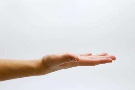 小学生のとき、手でオナラの音を出すのにはまった?