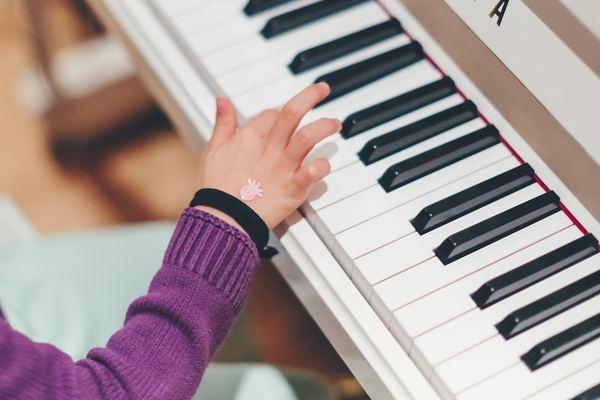 子どもにピアノ、習わせたい?