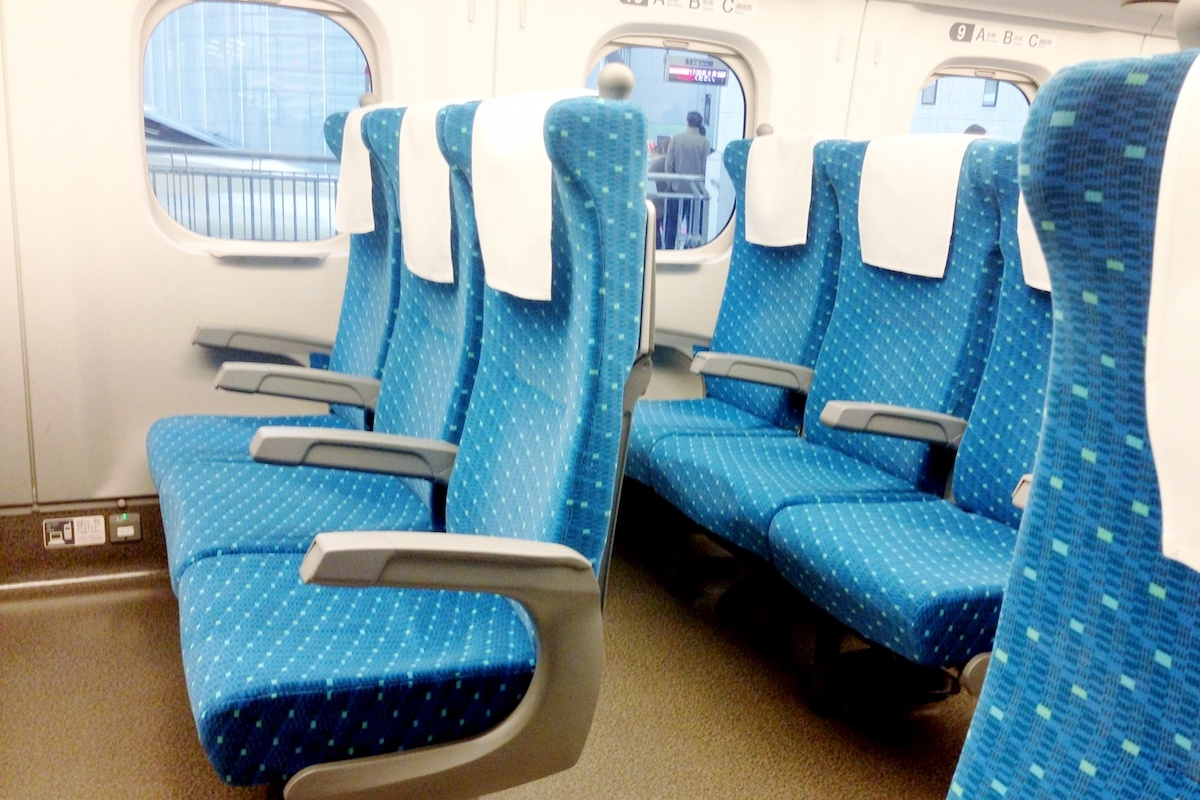 新幹線の座席、窓側派? 通路側派?