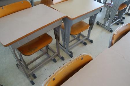 学校の机にまつわる思い出は?