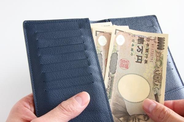 二つ折り財布の彼は空気が読める八方美人!?