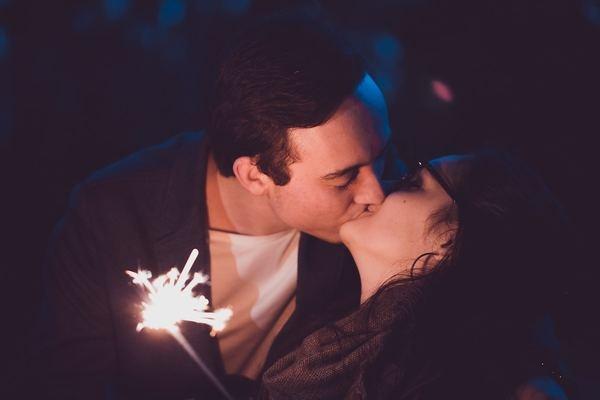 約7割が「人前でキス」した経験あり!