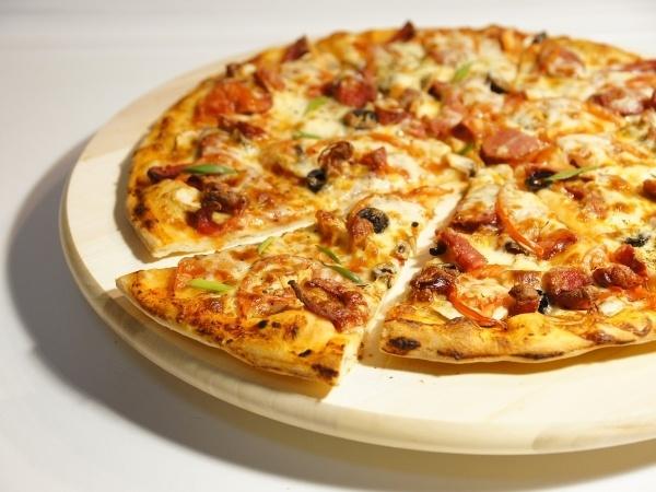「ピザ」と「ピザトースト」の食べ方