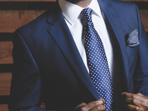 スーツ姿の男性は魅力