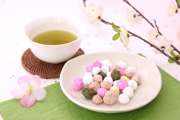 お茶の色味を楽しむためにも、ぜひ白い湯のみで